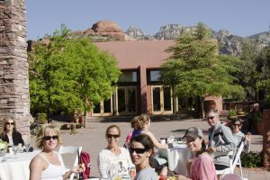 Yoga Retreat Sedona, Arizona - Group Photo at Lunch Time! Calgary travel vacation experience with a group of people. Get out of town to enjoy the sunshine, daily meals, yoga classes, and accommodation.