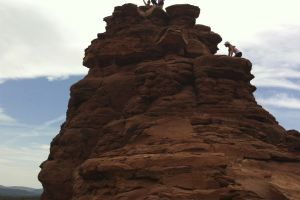 Yoga Retreat Sedona, Arizona - Group Mountain Shot! Calgary travel vacation experience with a group of people. Get out of town to enjoy the sunshine, daily meals, yoga classes, and accommodation.